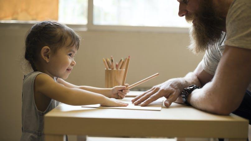 Les pères au foyer : trop peu nombreux