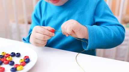 Mon enfant est-il gaucher ou droitier ? Zoom sur la latéralisation