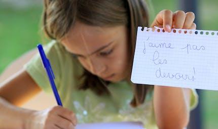L'aider à faire ses devoirs