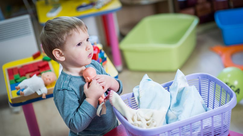 Mon garçon joue à la poupée