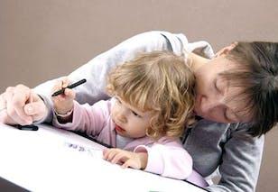 Ne faut-il pas se réjouir que des parents s'occupent de       leur enfant ? Pourquoi est-il si mauvais de le stimuler sans       cesse ?