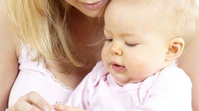 image médicament bébé et maman