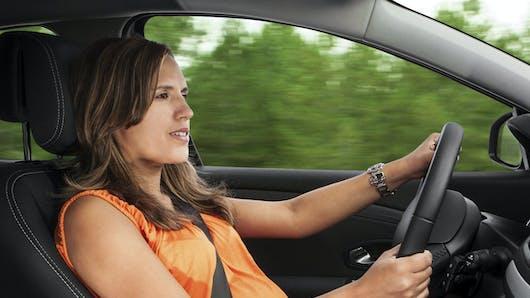 Enceinte : les précautions à prendre en voiture