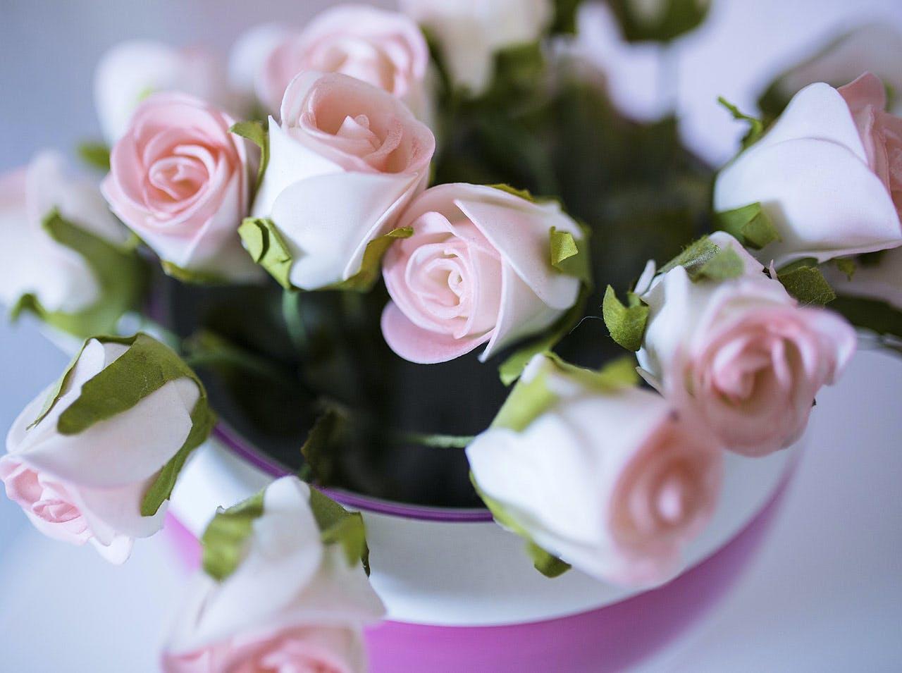 Qu Offrir Pour Une Naissance peut-on apporter des fleurs à la maternité ? | parents.fr