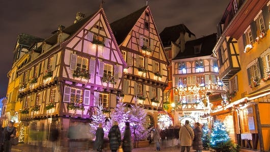 Le Marché de Noël : une tradition féérique autour des   fêtes de fin d'année