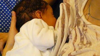 Biberon ou allaitement : Audrey a choisi