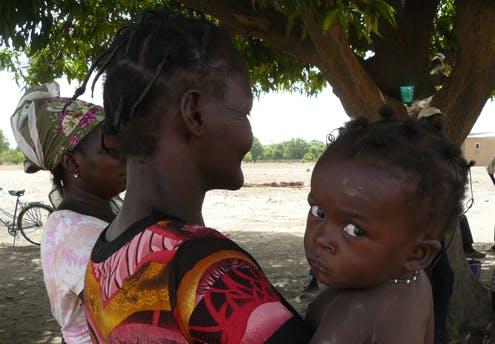 Rahinna et sa petite-fille, Naomi, 15 mois