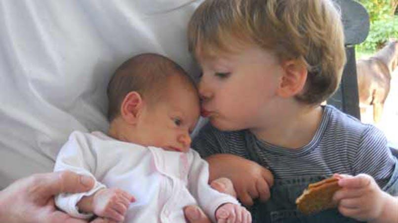 Mia, 25 jours, et Noa, 2 ans
