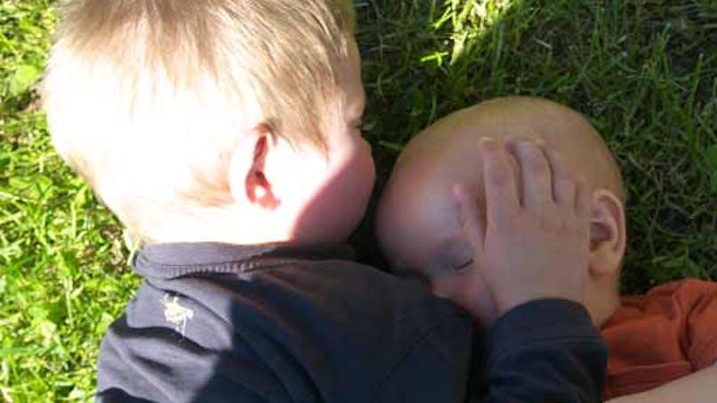 Pierre, 2 ans et demi, et Clovis, 9 mois