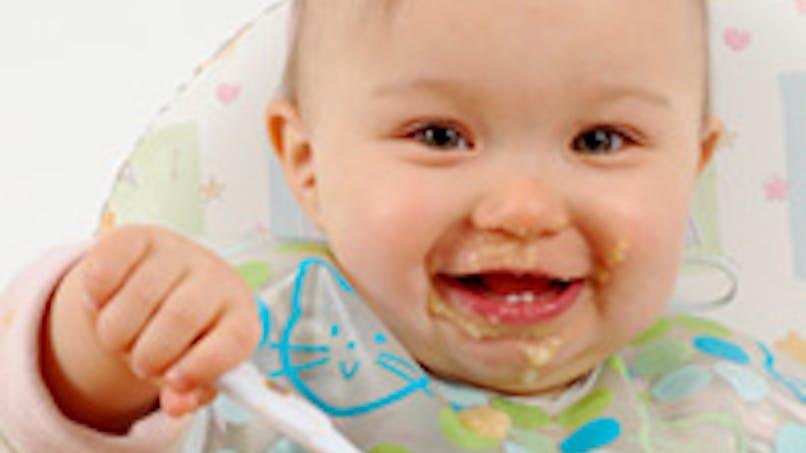 Les bébés mangent trop salé