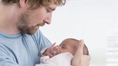 4f9b6714dfab4 Bébé 1 mois   éveil - développement - santé et alimentation