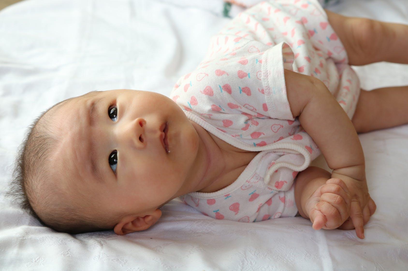 Bébé 6 mois   développement - santé et alimentation  d51ad27620b