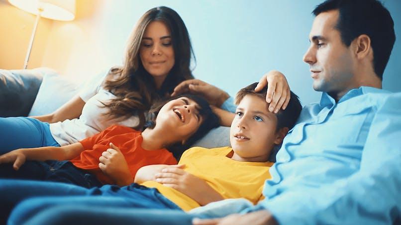 Bébé FIV : faut-il le dire aux enfants ?