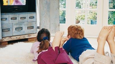 enfants devant la télé - image