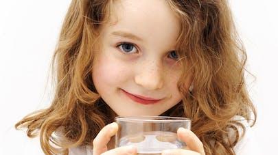 Des médicaments et des pesticides dans l'eau en   bouteille