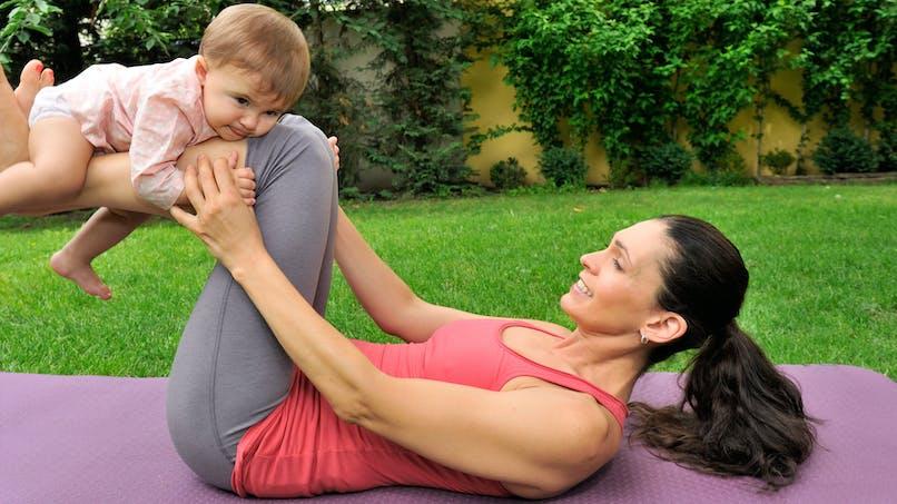 Séance de yoga maman-bébé