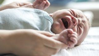 Les pleurs du nouveau-né : tout ce qu'il faut savoir
