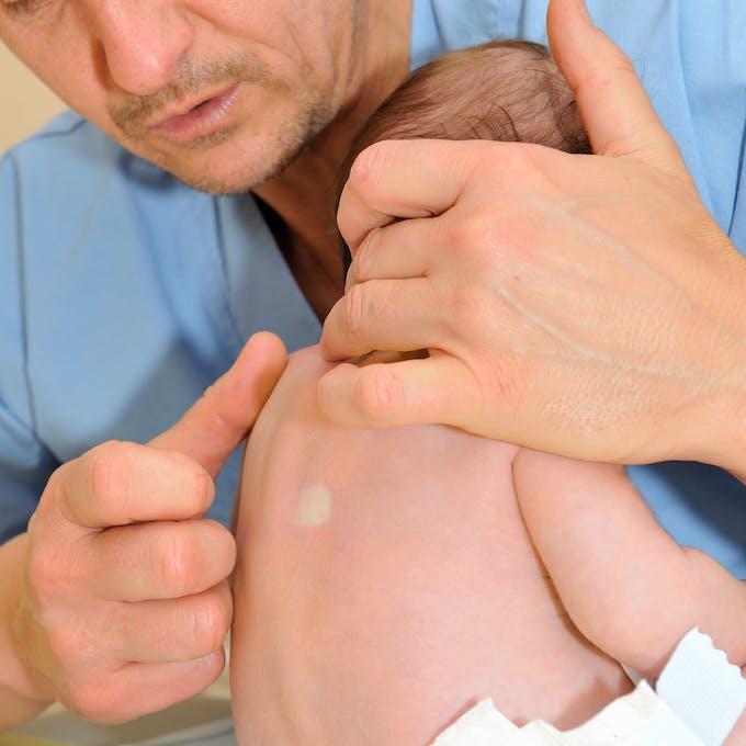 ostéopathie pincement vertèbres bébé