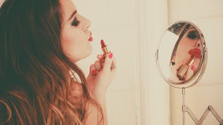 Maquillage : l'hymne à la couleur