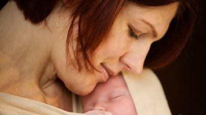 mère-bébé-portage