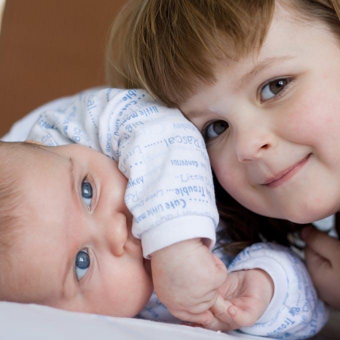 bébé fratrie image
