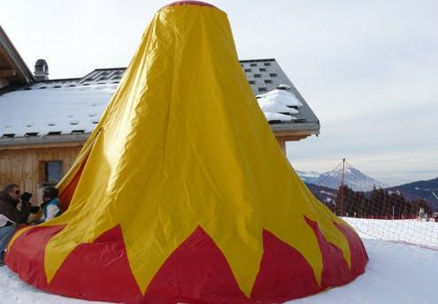 Sous la tente magique