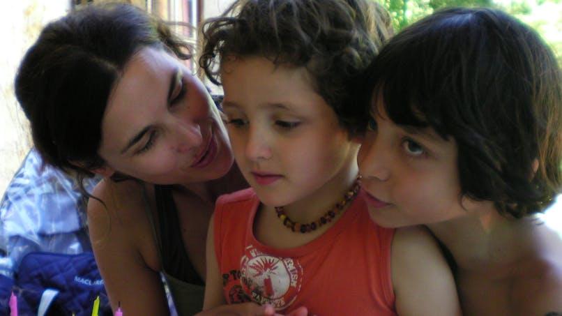 France 5 : le combat d'Eglantine Eméyé pour son fils   polyhandicapé