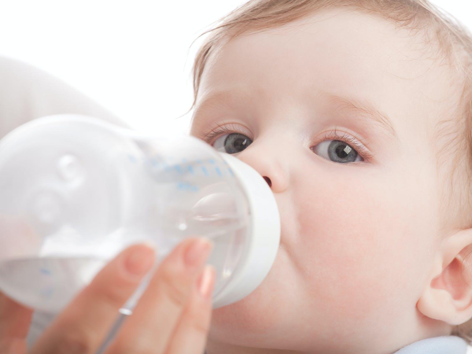 biberon d'eau sucree pour nourrisson