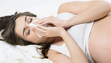Rhume et grossesse : comment se soigner ?
