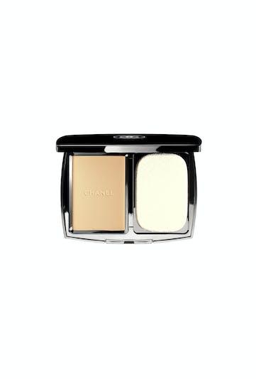 Palmarès maquillage : Chanel, Vitalumière compact         douceur teint poudre aérien éclat et confort SPF 10