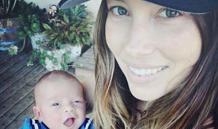 People : les premières photos de leur bébé sur Instagram  et Twitter