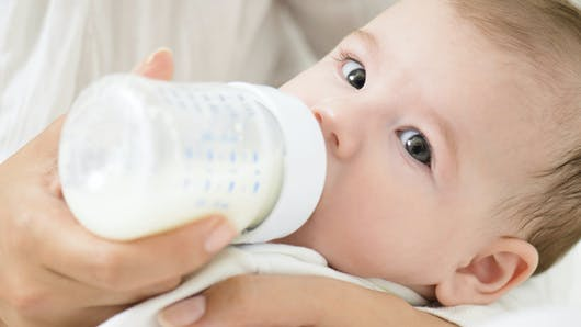 Bien choisir le biberon de son bébé