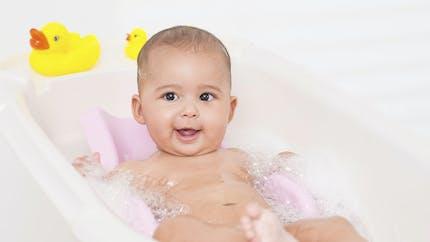 Toilette de bébé : choisir le bon matériel