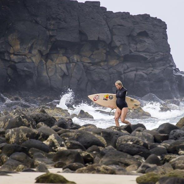 Surfer enceinte... et amputée