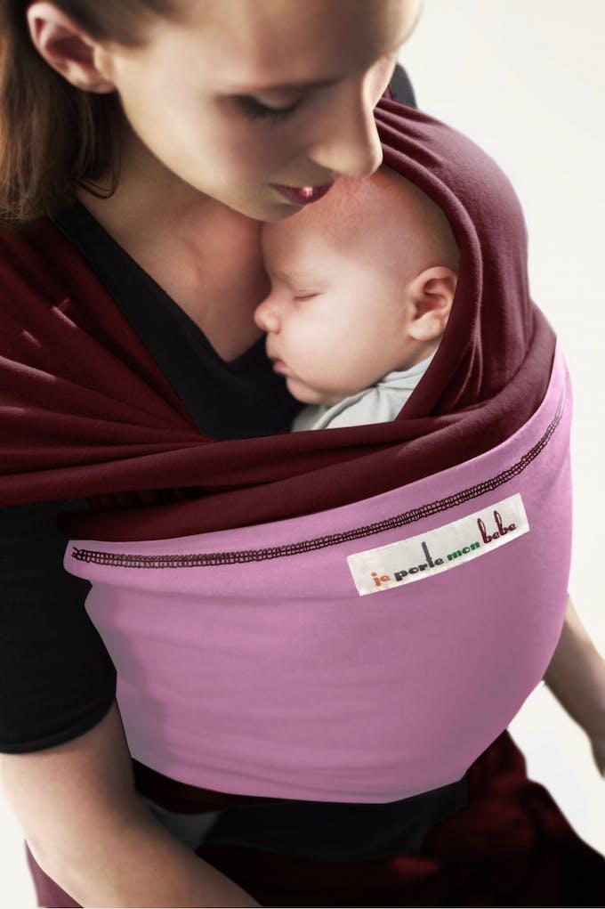 Porte-bébé ou écharpe de portage   comparatif pour choisir   PARENTS.fr 8f4975c6c09