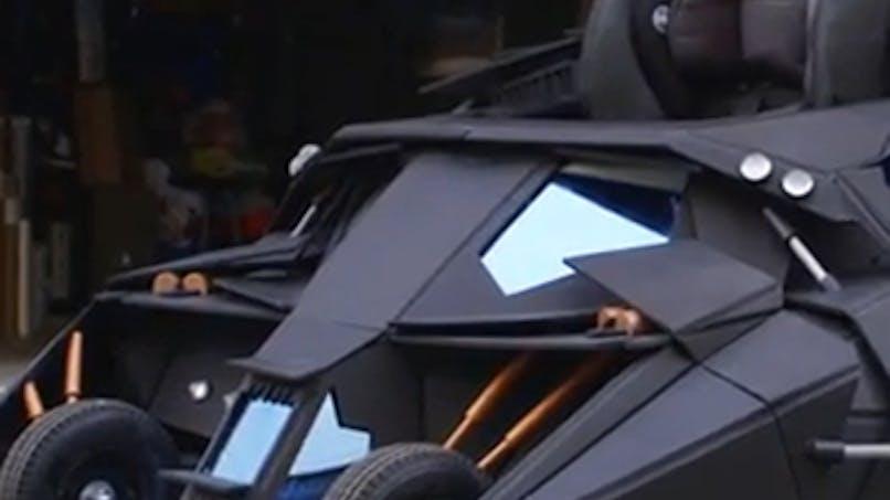 Un papa, fan de Batman, crée une poussette Batmobile pour  son fils !