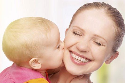 Bisous : Mon enfant n'aime pas les câlins | PARENTS.fr
