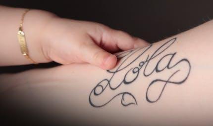 Des idées de tatouages de mamans en l'honneur de leurs bébés