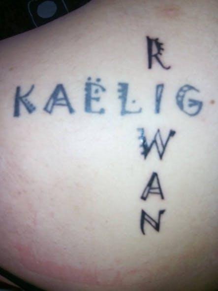 Le tatouage d'Emilie pour Kaëlig et Riwan