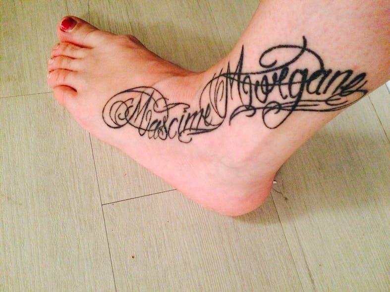 Le tatouage de Cécile pour Morgane et Maxime