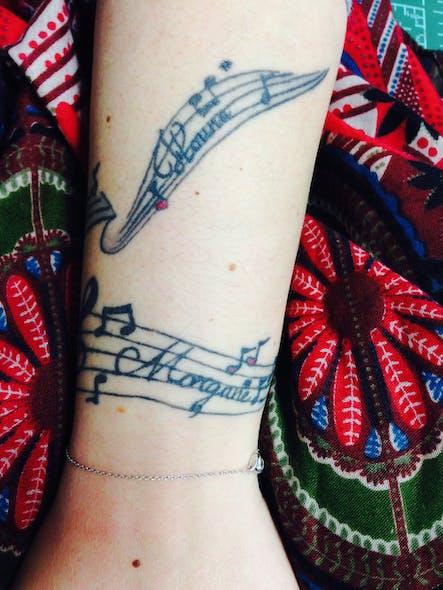Le tatouage de Karen pour Morgane et Houna