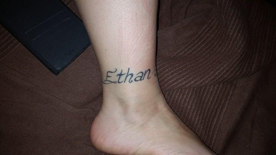 Le tatouage de Laëtitia pour Ethan