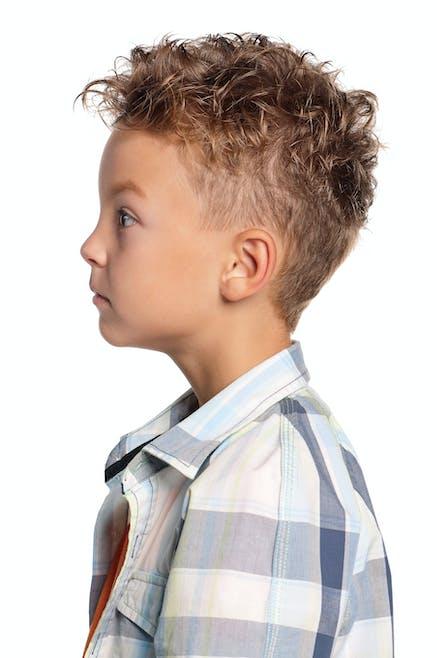 30 coiffures tendance pour petit gar on. Black Bedroom Furniture Sets. Home Design Ideas