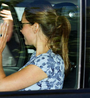Kate avec la robe blossom Seraphine