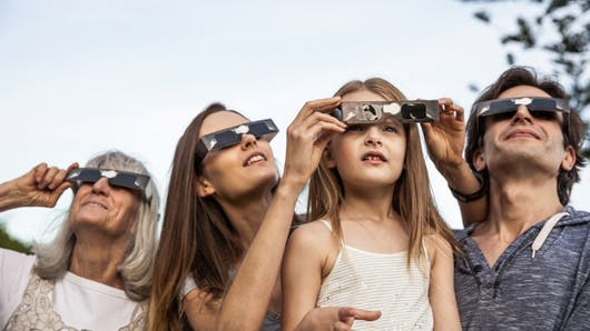 Eclipse solaire : attention aux yeux des enfants !