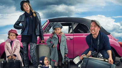 Photos : un papa crée des mises en scène humoristiques   avec sa famille