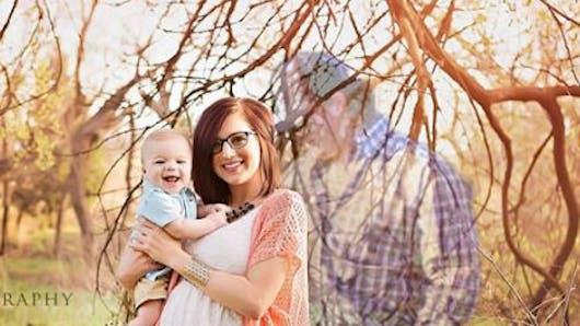 Veuve, une jeune maman fait une photo de famille   émouvante