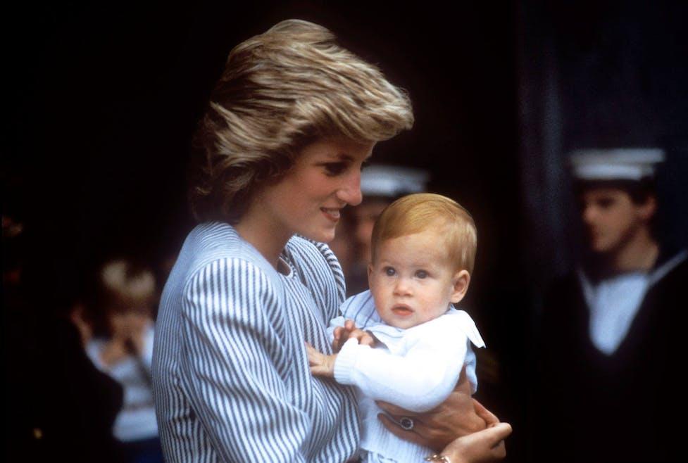 Harry dans les bras de Diana