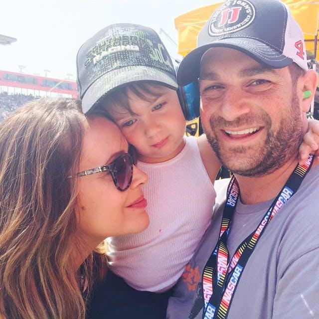 Milo avec papa et maman