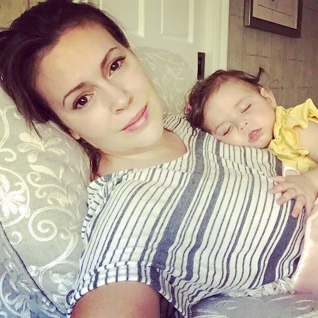 Quand Elizabella, fait dodo maman prend des photos         !
